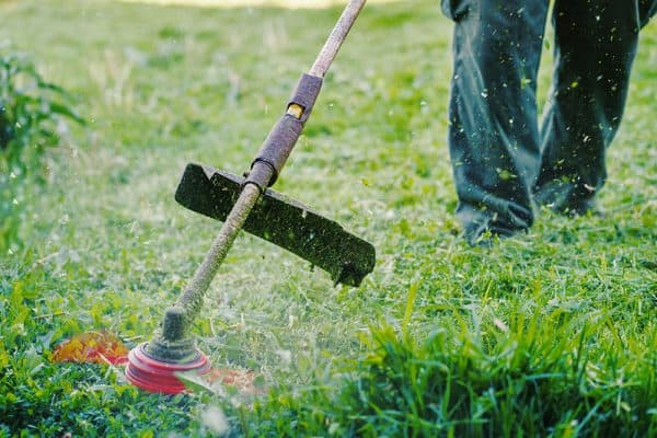 How does a string trimmer work